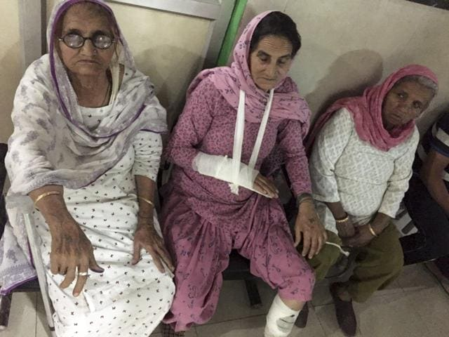 82-year-old Sarti Devi (centre), wife of 1971 Indo-Pak war martyr Hawaldar Kartar Singh, was beaten by a mob of neighbouring villagers led by a dreaded criminal in Gurgaon on Monday.