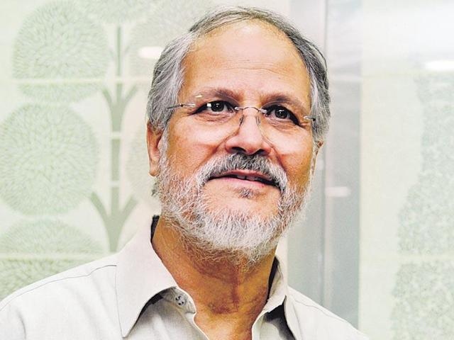Delhi lieutenant governor Najeeb Jung (left)with chief minister Arvind Kejriwal (right), in New Delhi.