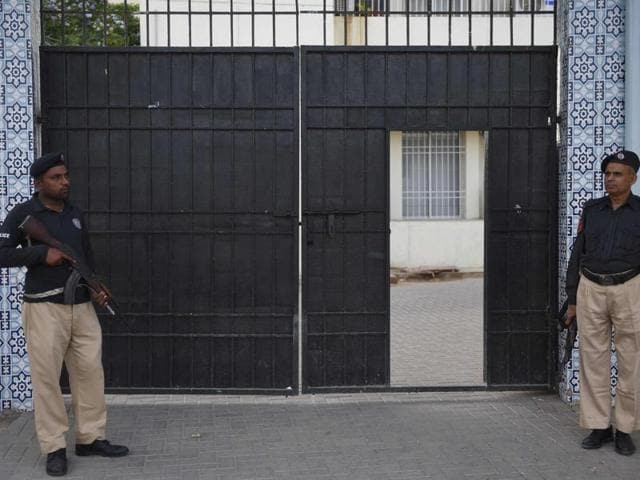 Pakistani policemen and media outside the anti-terrorism court (ATC) in Karachi where a hand grenade exploded during a demonstration requested by a judge on Monday.