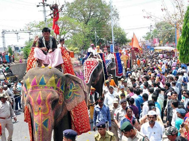 Peshwai of Niranjani akhara being taken out in Ujjain on Monday.(HT file photo)