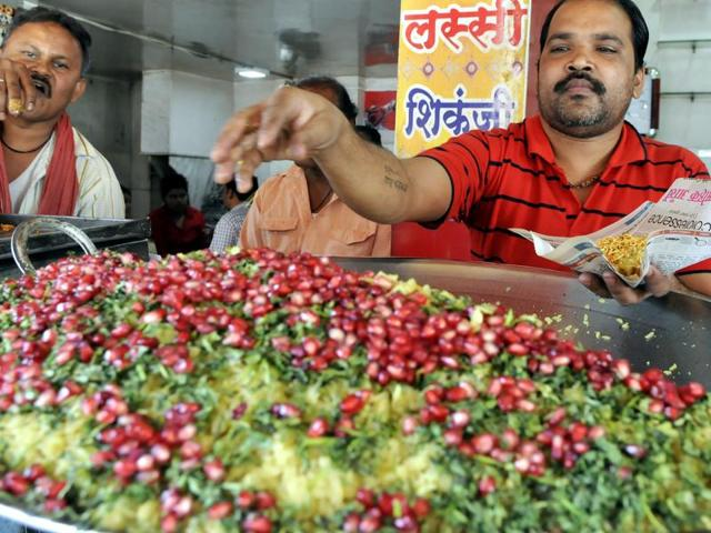 A man serving poha in Indore.