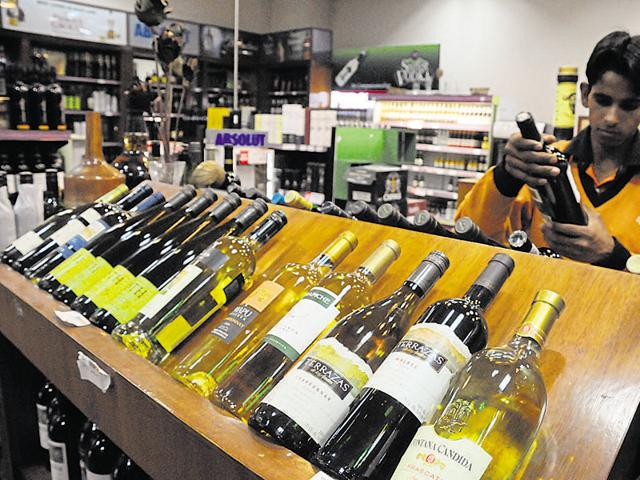 Unlike other states, only the government-run TASMAC is allowed to trade in liquor in Tamil Nadu.  Photo of a wine shop at Spencer Mall on MG Road, Gurgaon.