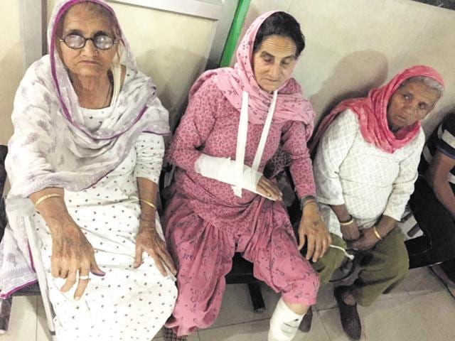 The family members of Hawaldar Kartar Singh were thrashed by a group of 30 people on Monday evening.