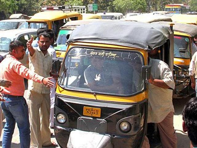 The auto driver's body has been preserved in a private hospital.
