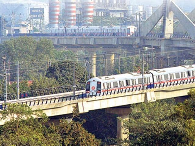 On Red Line, trains are running in a short loop between Tis Hazari and Rithala stations and on a single line between Kashmere Gate and Dilshad Garden stations.