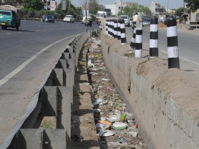 A drain blocked by garbage at the Delhi-Gurgaon expressway near Hero Honda Chowk.