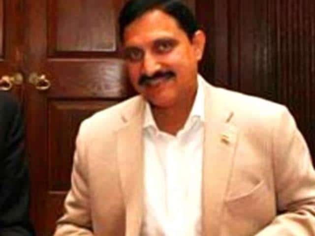 Union minister of state for science and technology YS Chowdary (right) with a Cambridge University official.