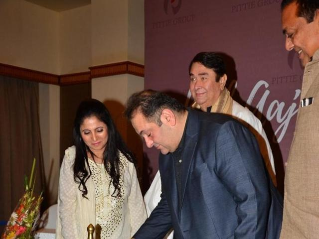 Geeta Dass with Bollywood actors Randhir Kapoor and Rajiv Kapoor during an art exhibition in Mumbai on March 15, 2016.