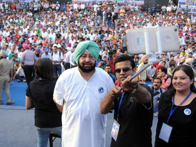 People taking a selfie with Punjab Congress chief Captain Amarinder Singh at Yadavindra Public School in Patiala on Friday.