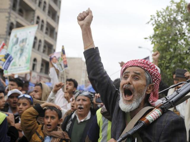 A Houthi militant shouts slogans during a rally against US support to Saudi-led air strikes, in Yemen's capital Sanaa, April 15, 2016.  Peace talks between the government and Houthi rebels to end  a year long civil war in the country  will resume on Monday, April 16, 2016.