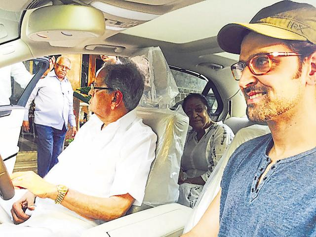 Hrithik Roshan's grandfather, J Om Prakash, was very moved by his grandson's sweet gesture.