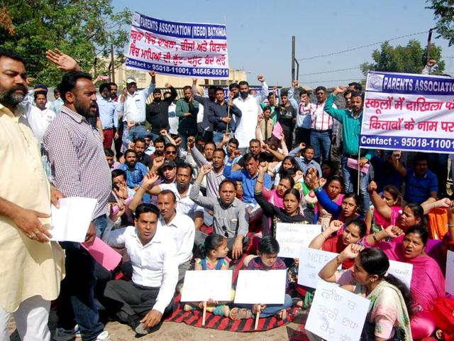 Parents protesting 'unjustified' fee and loot in the name of books' in Bathinda