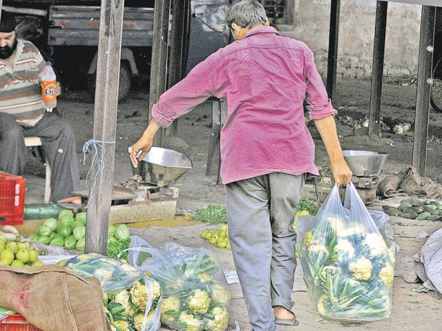 Despite ban, people can be seen using polybags in Jalandhar.