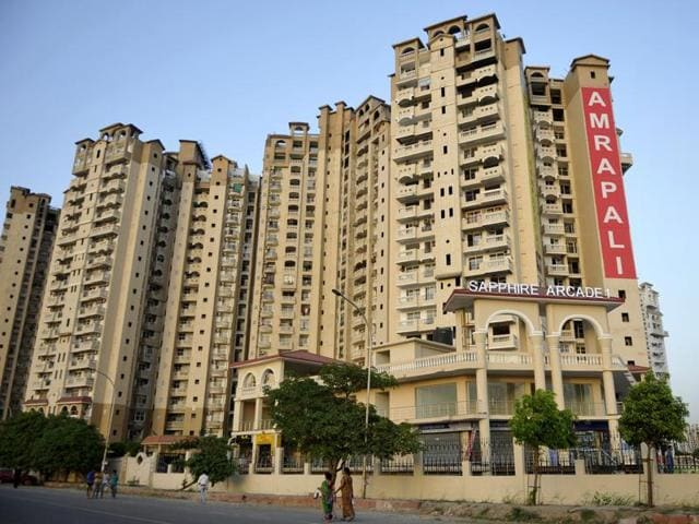 Residents of Amrapali Sapphire protested against the delay in the completion of the project. They trolled MS Dhoni, who was its brand ambassador.