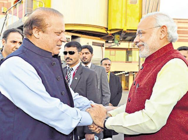 Prime Minister Narendra Modi received by the Prime Minister Nawaz Sharif of Pakistan at Lahore, December 25, 2015
