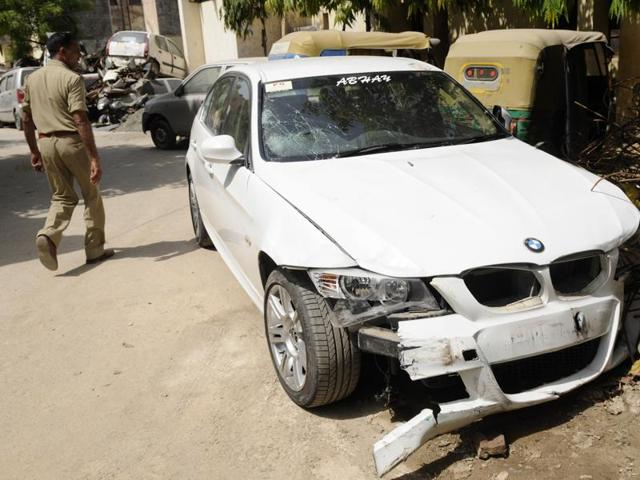 One Dead In Noida Bmw Hit And Run Case Driver On The Run Noida