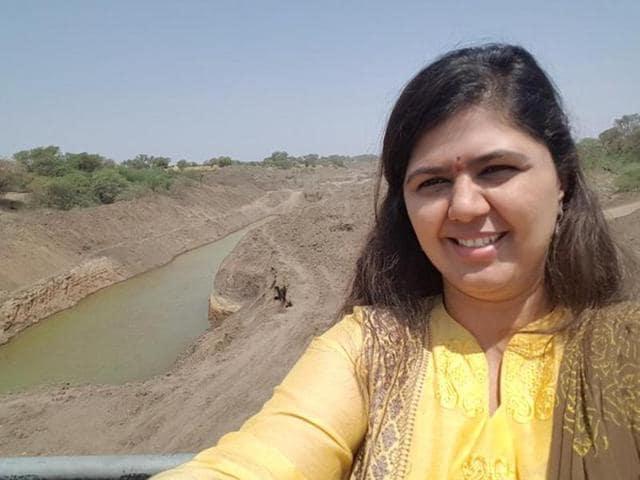 Pankaja Munde selfies,Drought-hit Maharashtra,Maharashtra rural development minister