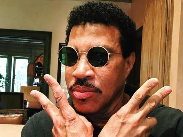 Lionel Richie doesn't know how to read or write music.