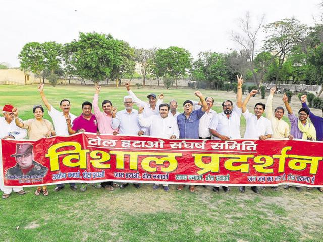 The members of Toll Hatao Sangarsh Samiti met on Sunday and decided to organise a civil society movement to press for removal of the toll plaza.