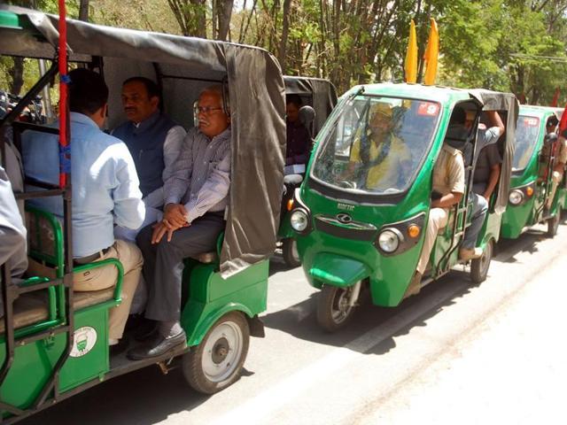 Incharge minister Bhupendra Singh (far left) and collector Kavindra Kiyawat commute on e-rickshaws in Ujjain on Sunday.
