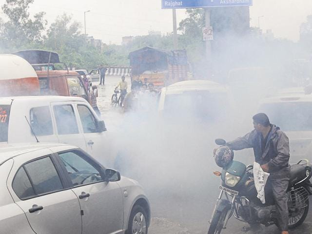 The former CPCB scientist Mahendra Pandey claimed no significant change in air quality was registered during the first phase of the odd-even scheme.