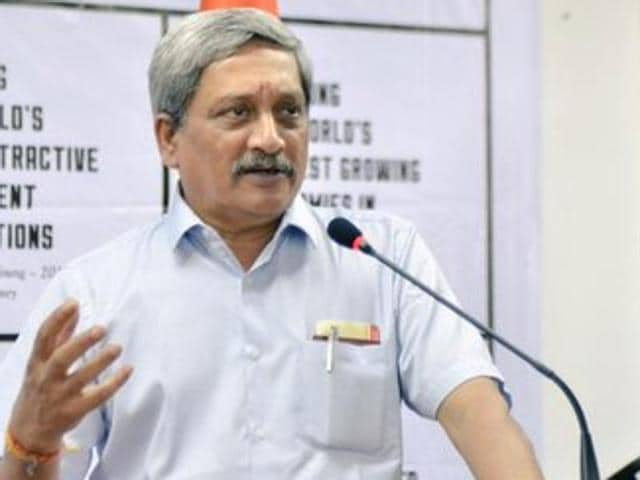 Defence minister Manohar Parrikar interacting with the Indian community members in Shanghai, China.