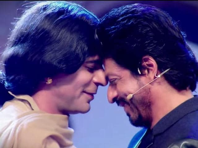 Kapil also shared the video on his Twitter handle on Monday. He is dressed as a woman and is dancing romantically with SRK to Gerua