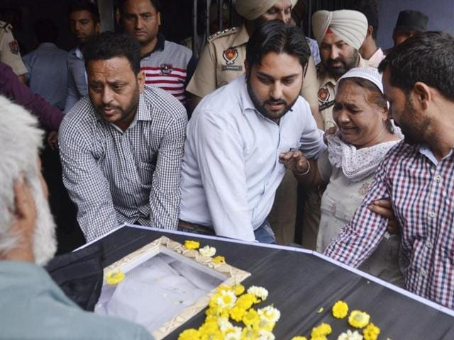 Kirpal Singh's sister Jagir Kaur (C) wailing as his dead body arrives in Amritsar.