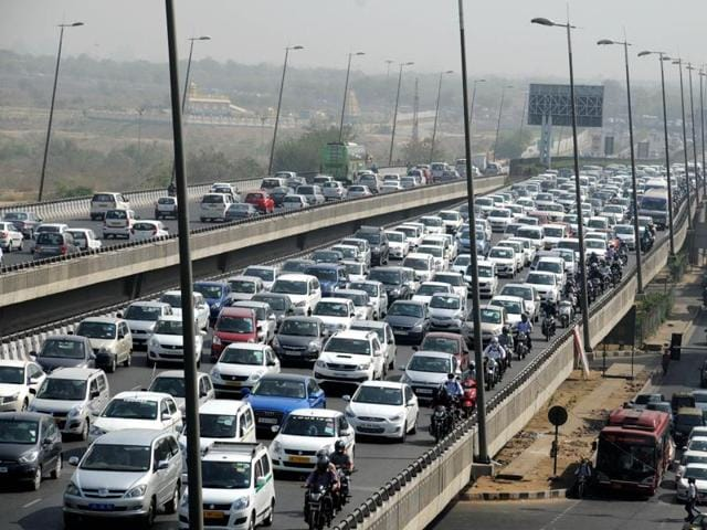 Heavy traffic jam at Delhi-Gurgaon expressway from Dhaula Kuan to Rangpuri during second day of odd-even plan on April 18.