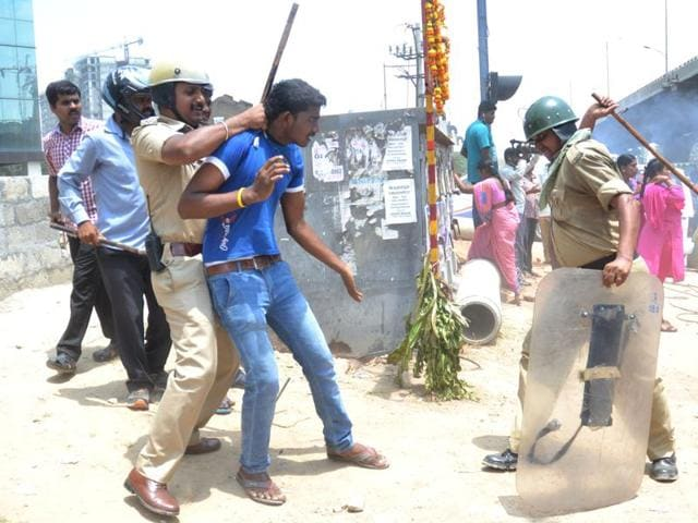 Bengaluru PF protest,Hebbagodi Police Station,PF withdrawal