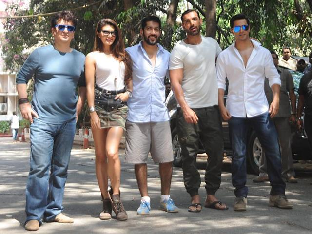 Jacqueline Fernandez poses with Varun Dhawan and John Abraham in Mumbai. Dishoom is directed by Varun's brother Rohit (centre) and produced by Sajid Nadiadwala (left).