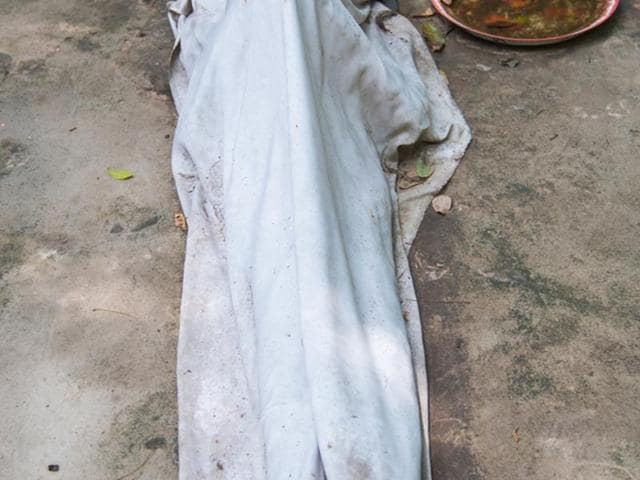 Kolkata,Mother holding dead body,Jadavpur