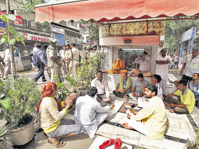 People offer prayers at a temple near Chandni Chowk during an anti-encroachment drive.