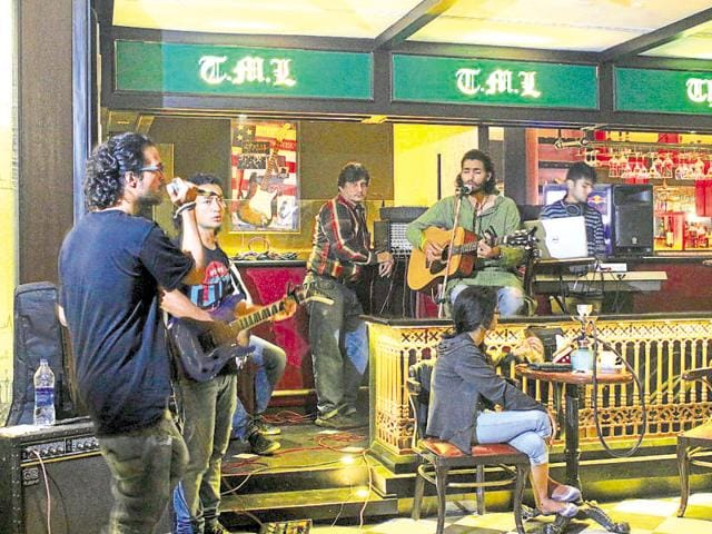 Retrofied, a band from Pune, will perform popular Hindi melodies.
