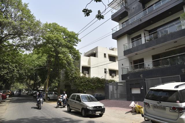 Every year thousands of trees which support biodiversity and keep temperature in control are felled to facilitate the construction of the Delhi Metro corridors, elevated roads and other infrastructure projects.