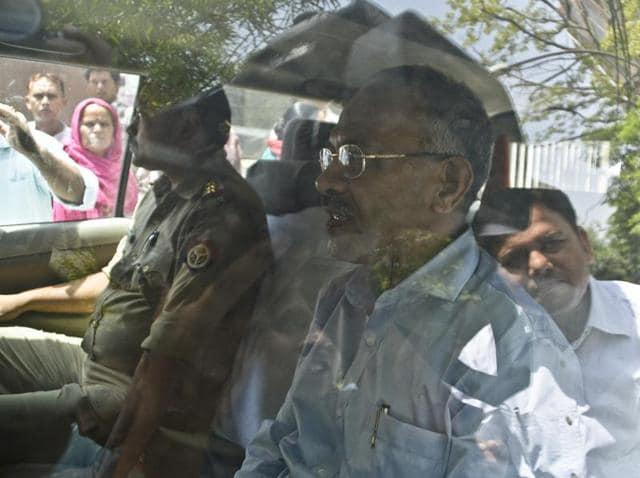 IAS Rajiv Kumar,IAS Neera Yadav,Noida Authority