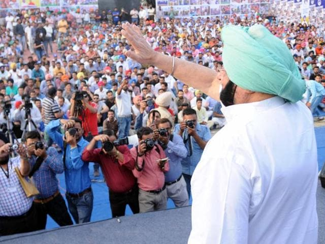 Youngsters taking a selfie with Punjab Congress chief Captain Amarinder Singh in Patiala on April 15.