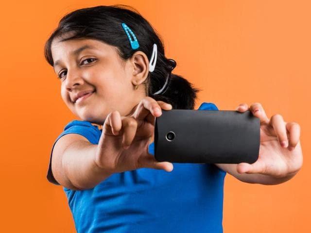 Smartphone,Eye deviation,Cross-eyed