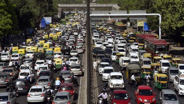 A high-powered committee under the Union ministry of Urban Development (MoUD) has submitted a list of recommendations to decongest traffic in Delhi.