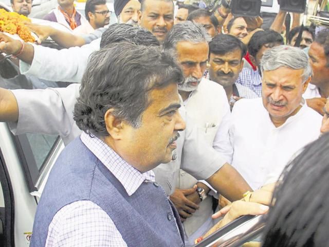 Nitin Gadkari, Union minister for road transport, highways and shipping inspected the Delhi-Gurgaon Expressway and visited the Kherki Daula toll plaza on July 25, 2014.