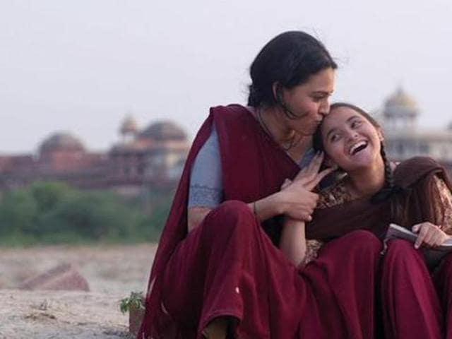 Swara Bhaskar plays Chanda, a domestic help, in Nil Battey Sannata. (YouTube)