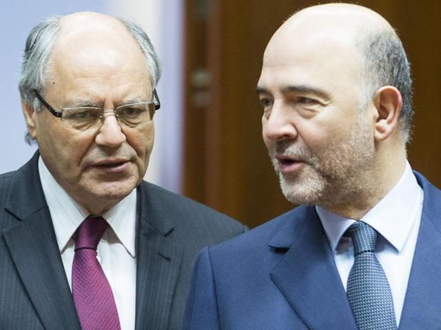 Malta's finance minister Edward Scicluna (L) and European commissioner for economic and financial affairs, taxation and customs Pierre Moscovici.