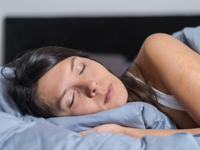 Those who sleep for too long or too short, and go to bed later, are more likely to smoke, remain sedentary and eat fewer fruits and vegetables than those who get an adequate amount of sleep and go to bed earlier.
