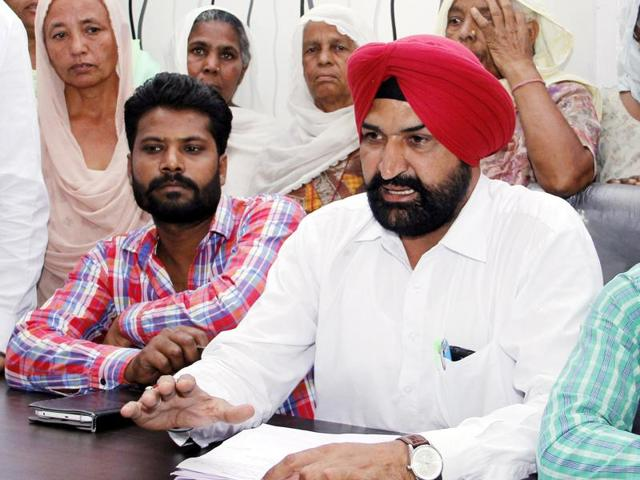 Kabal Singh (centre) and family members of mentally challenged Harpreet Singh (right) interacting with mediapersons in Bathinda on Friday.