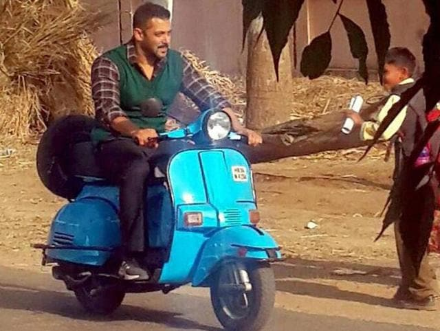 In the pictures, which were shared multiple times on Twitter, Salman is wearing a plaid shirt with a dark green sweater.