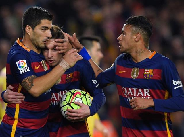 Barcelona's Uruguayan forward Luis Suarez celebrates with team mates after scoring a goal against Real Sporting de Gijón at the Camp Nou stadium.