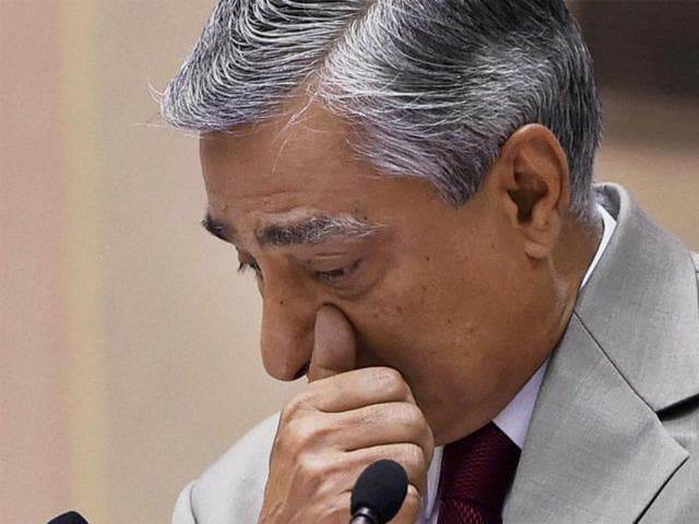 CJI TS Thakur breaks down while speaking at the Joint Conference of Chief Ministers and Chief Justices of High Courts.