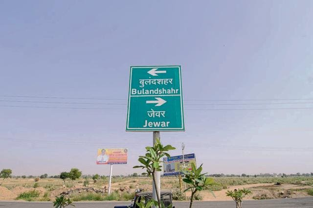 The Yamuna Expressway authority has earmarked 5,000 acres along the expressway.(Burhaan Kinu/Hindustan Times)