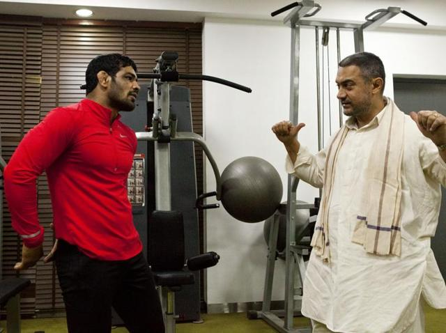 Sushil Kumar with Aamir Khan on the sets of Dangal, in which Aamir plays a Haranvi wrestler.
