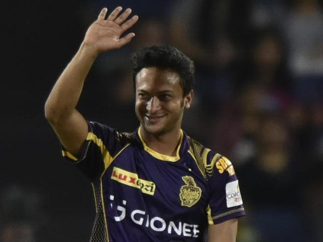 Shakib Al Hasan (L) celebrates with teammate Rajagopal Sathish (L) the wicket of Rising Pune Supergiants' Steven Smith.